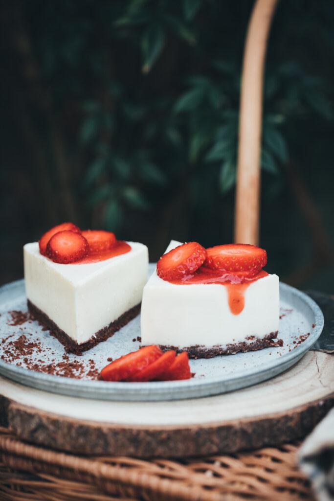 white-chocolate-and-strawberry-cheesecake, cheesecake, white-chocolate-cheesecake-recipe, white-chocolate-strawberry-cheesecake, cheesecake-in-the-garden, white-and-red-cheesecake,new-zealand-cheesecake, food-photographer-new-zealand, auckland-food-photographer, matakana, auckland, food-photographer-and-stylist, cheesecake-picnic, editorial-food-photography, recipe-creator, food-content-creator
